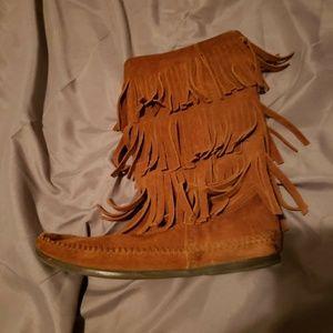Minnetonka 3 layer Fringe Boots size 7 brown